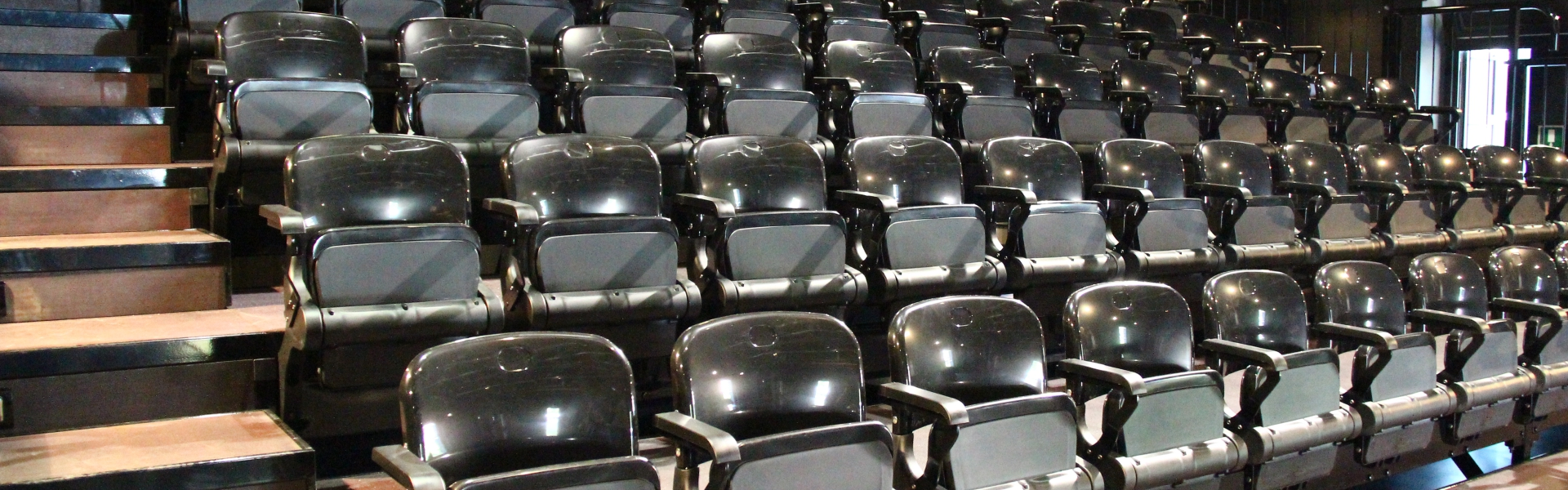 Tribuna da interno